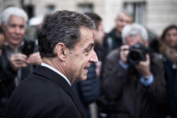 法国前总统萨科齐因涉嫌接受政治献金被传讯