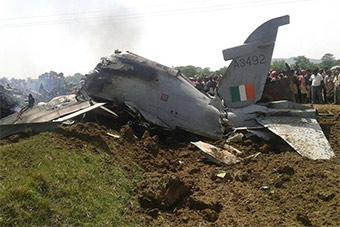 印度一架鹰式教练机坠毁 同日英军也坠同型机
