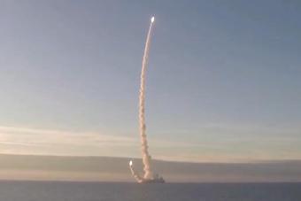 实拍核潜艇潜射导弹 两发连续出水场面太震撼