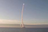 核潜艇连续潜射两枚导弹
