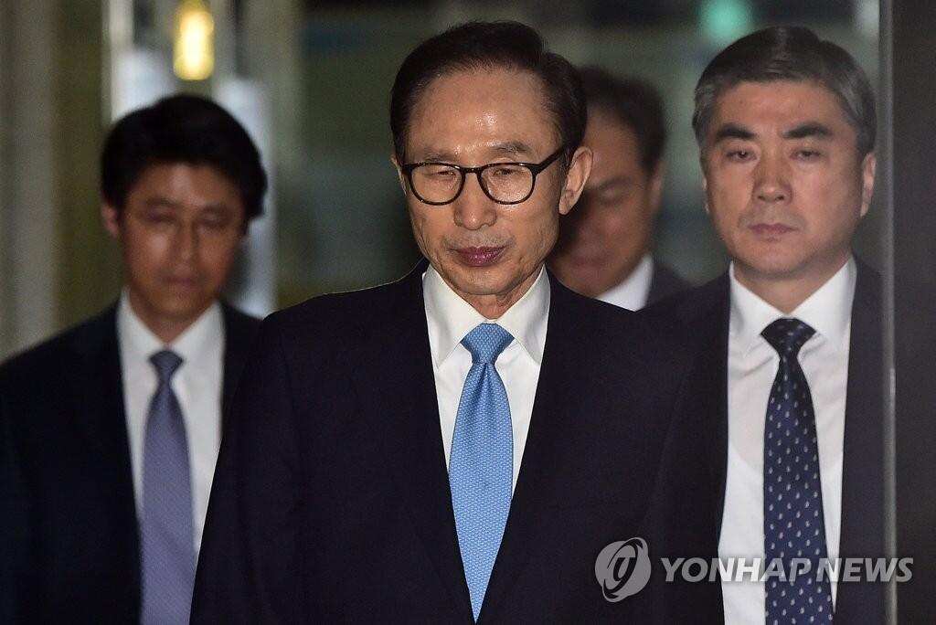 韩国法院临时取消明日上午对李明博的拘捕必要性审查