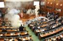 硝烟四起!科索沃议会遭反对派投掷催泪弹