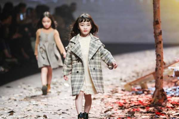 2018广东时装周(春季)举行童装秀