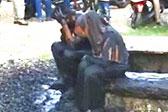 印尼未婚男女共处一室遭村民泼脏水惩罚