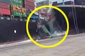 巴基斯坦港口两艘货轮碰撞 21个集装箱坠海