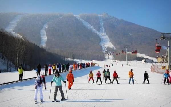 """谁说雪季结束了?黑龙江春季滑雪""""正当时"""""""