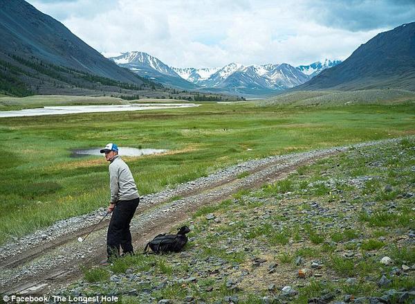 世界最远高尔夫球洞:2400公里标准杆1.4万杆