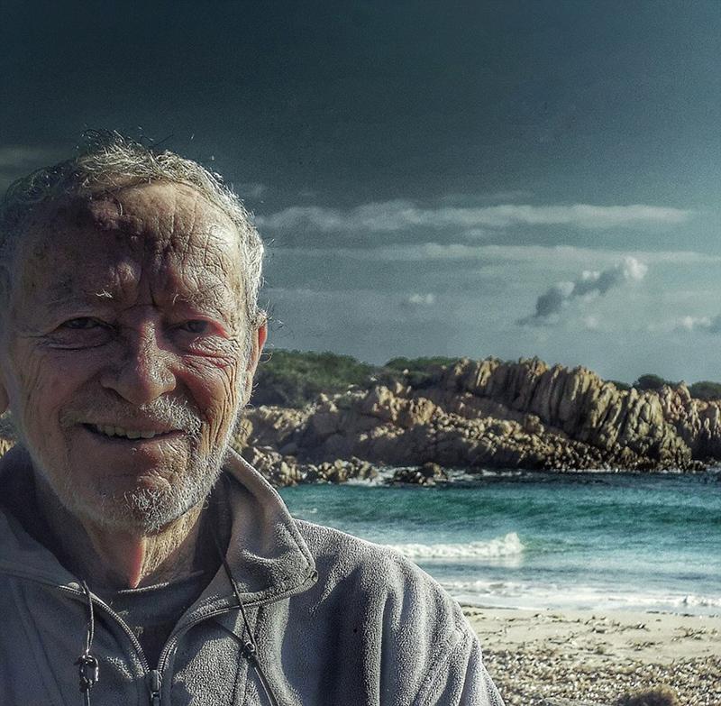 意大利79岁老人独居小岛29年 网上晒照引关注