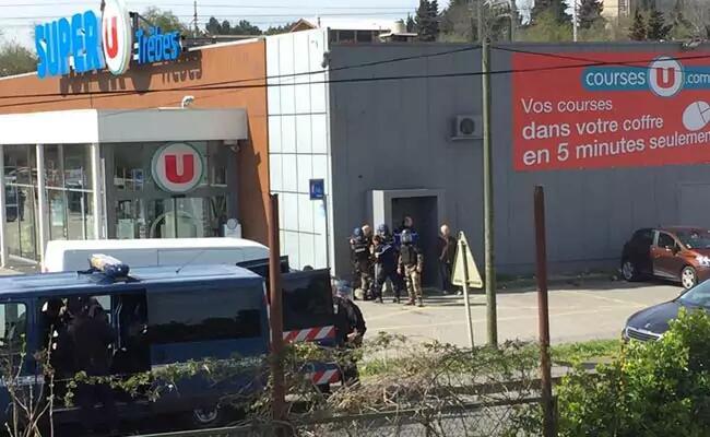 法国小镇遭恐袭已致两人死亡 嫌疑人被警方击毙