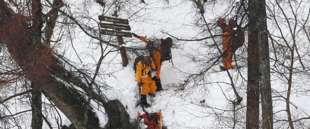 外媒:明知要下雪还要登山 4名中国游客被困日本山上