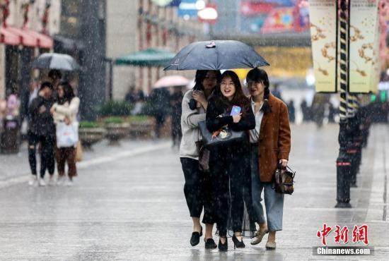 西南江南华南有小到中雨 京津冀及周边霾反复出现