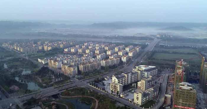 四川北川新城栋栋高楼拔地起 俯瞰巴拿恰商业街