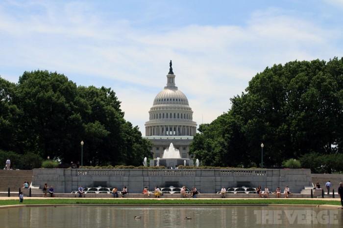 美国国会正式要求扎克伯格就数据泄露丑闻作证
