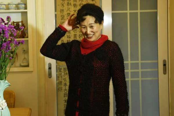 重庆老人15年收集自己近20万根头发 做成衣帽