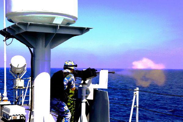 海军第二十八批护航编队 组织实弹射击训练