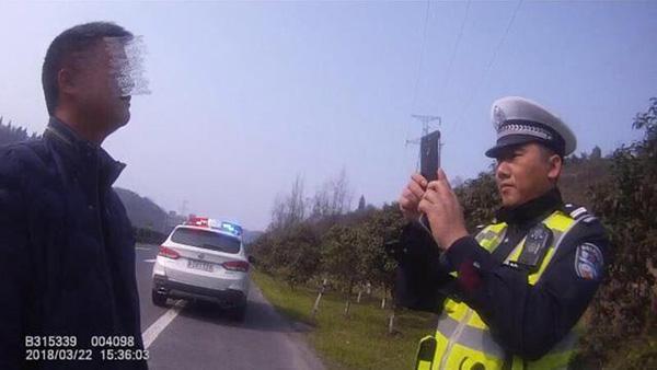 湖北一司机两年前无证驾驶被拘5日,今同一路段又被查