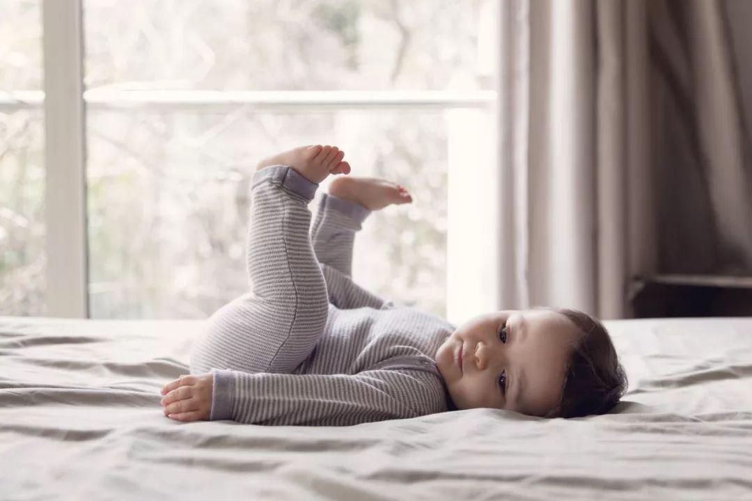 """睡前这样抬腿15分钟 全身气血都""""通""""了"""