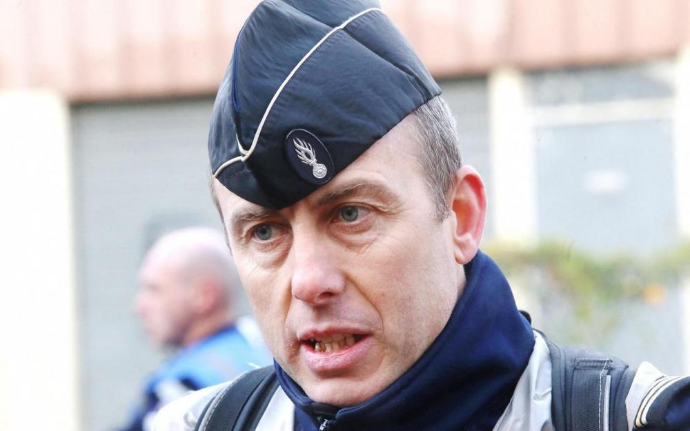 法国警察恐袭中自愿替换人质中枪殉职