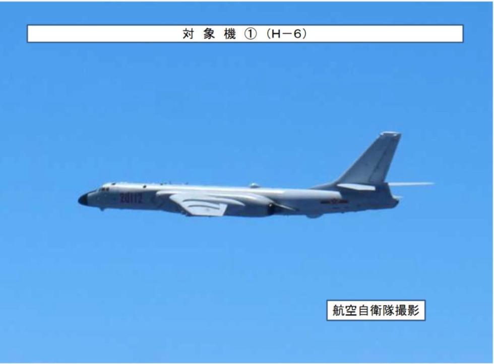 在南海闲逛的美舰抬头看,中国空军轰-6K、苏-35来了!