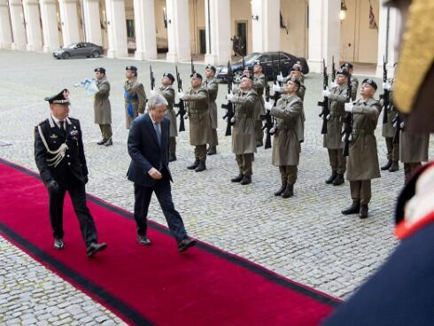 意大利总理递交辞呈 新政府组建前仍将继续履职