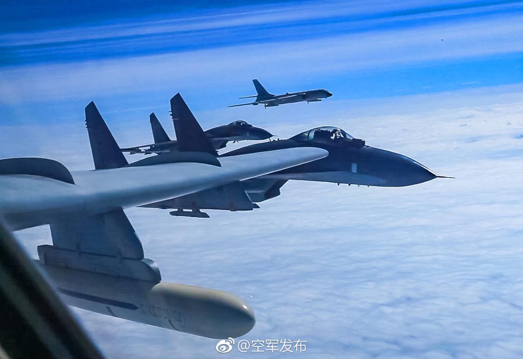 解放军军机贴着台湾远航西太 飞赴南海战斗巡航