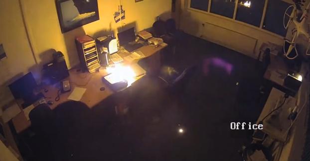 惠普笔记本夜间充电时爆炸 锂电池安全成隐患