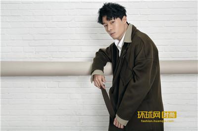 张雨剑最新写真曝光   时尚慵懒展绅士魅力