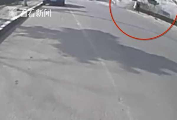监控拍下火锅店爆炸瞬间 顾客与路人被气浪冲倒
