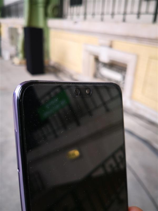华为P20 Pro首发上手:机身颜色十分抢眼