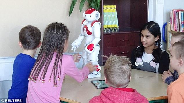 """芬兰学校用机器人教语言 """"花样""""说江南style"""
