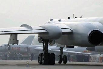 解放军罕见出动12架轰-6K远程机动 气场如大片