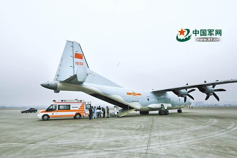 空军首次派遣运-9运输机赴西藏转运病危军人