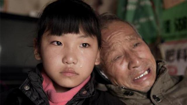 女童9年见父母一次独自照顾重病爷爷