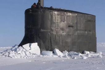 美英核潜艇现身俄罗斯后院 展示强硬实力