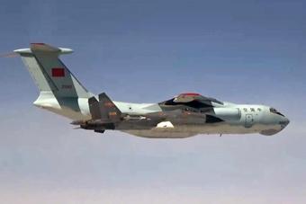 空军歼-11战机护航志愿军烈士遗骸专机回国