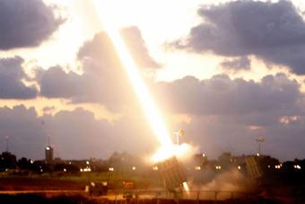 """机枪引发以色列""""铁穹""""误射 连发10枚拦截弹"""