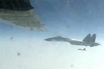 空军首支参加抗美援朝部队派机护航英烈遗骸回国