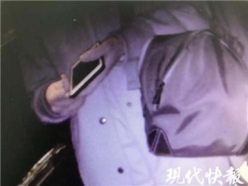 """熊孩子因游戏偷买手机谎称捡的 警察上门""""戏""""演砸"""