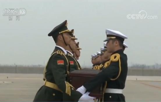英烈们终于回家了!第五批在韩志愿军烈士遗骸回国