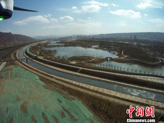 """青海西宁""""空中城管"""":无人机助力控违执法"""