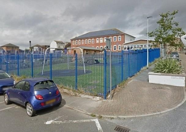 英国数百所学校收到恐吓电邮 威胁发动汽车袭击