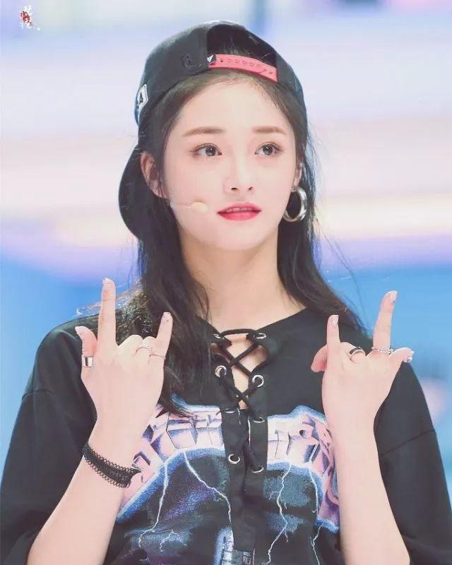 19岁就入围全球最美面孔,在韩国出道的浙江妹子靠美貌和才华惊艳了娱乐圈!