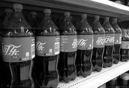 """可口可乐的这两家中国""""小伙伴"""" 去年赚了28亿港元"""