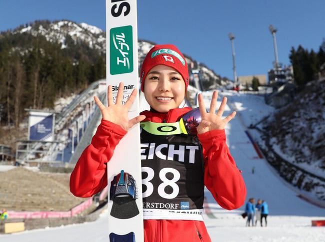 第一人!21岁日本滑雪天才女将收获世界杯第54冠