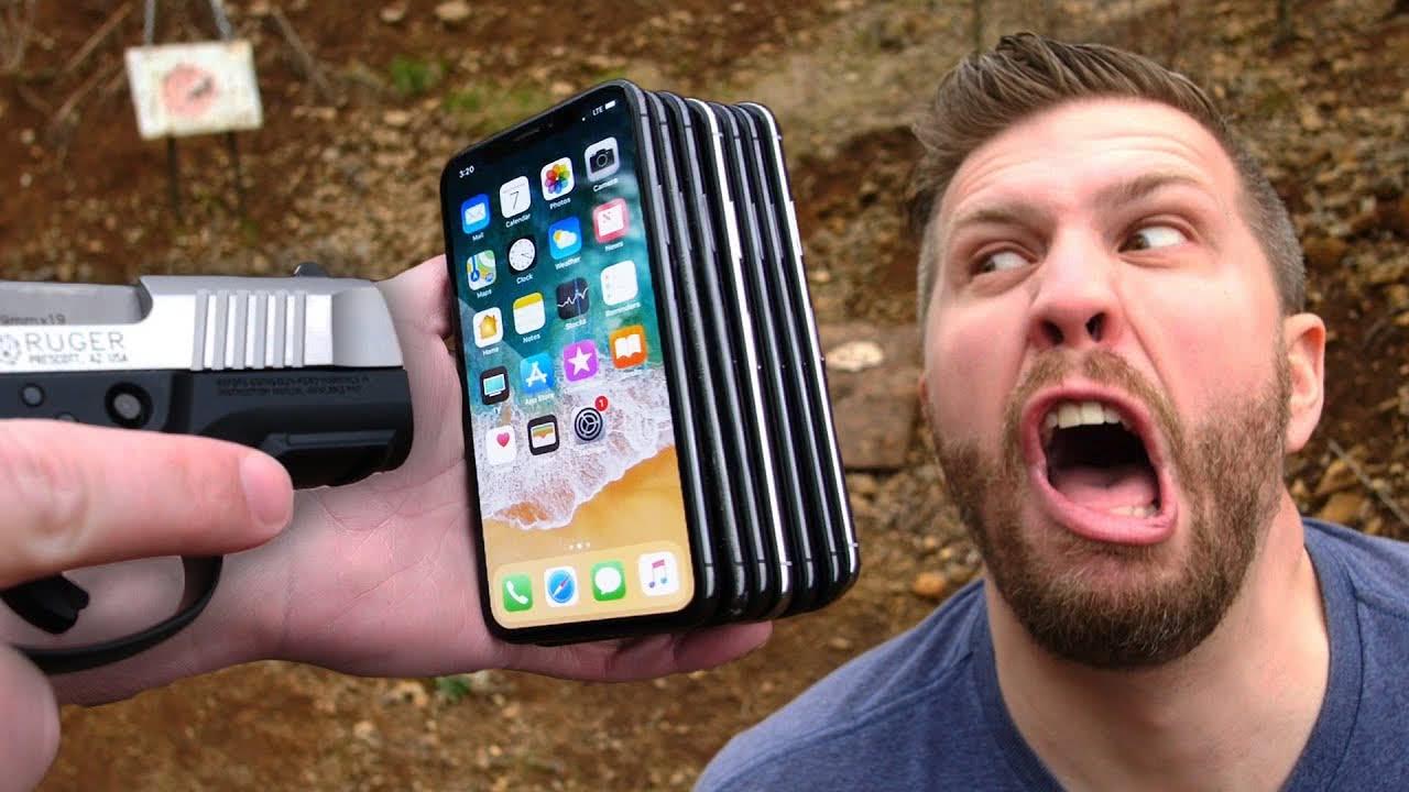 枪击iPhone:几台才能挡住子弹救你一命?