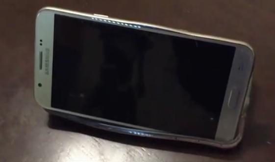 三星Galaxy J7手机自燃 一年后官方称手机无故障