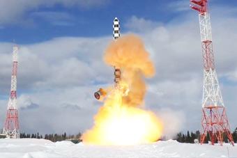 俄再次试射萨尔马特重型洲际导弹 场面惊天动地