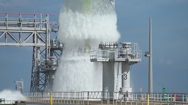 NASA测试温控新技术 巨大水柱一飞冲天
