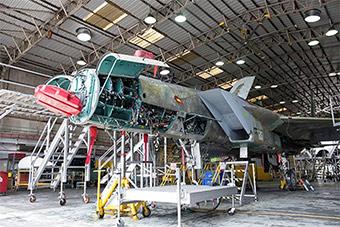 以色列将大卸八块F15拼成整机