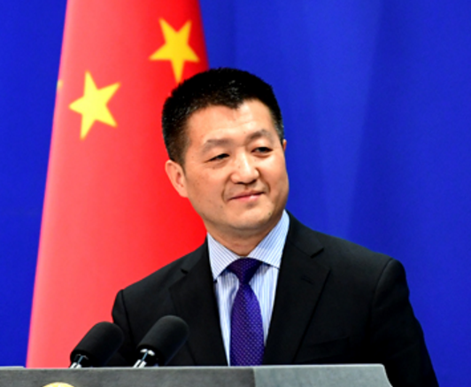 面对CNN一个咄咄逼人的问题,中国外交部完全展现了什么叫实力打脸……